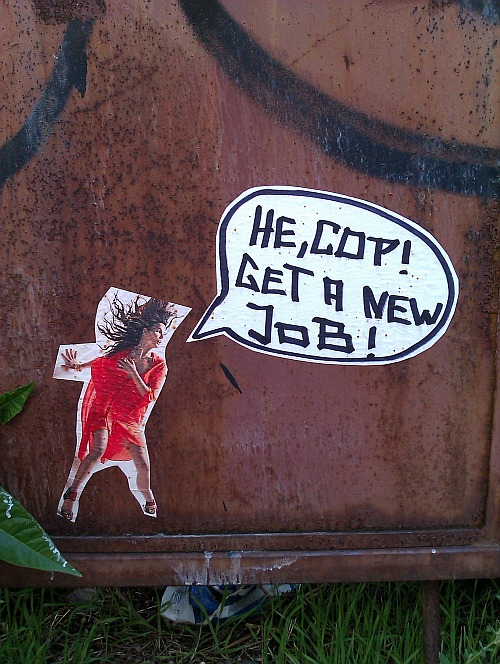 Streetart in Dresden-Friedrichstadt: He, Cop! Get a new job!
