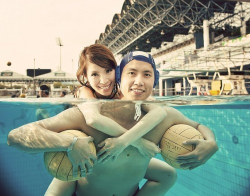 Pre-Wedding Water Polo Under Water Photo