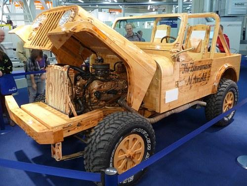 Jeep Wrangler aus Holz